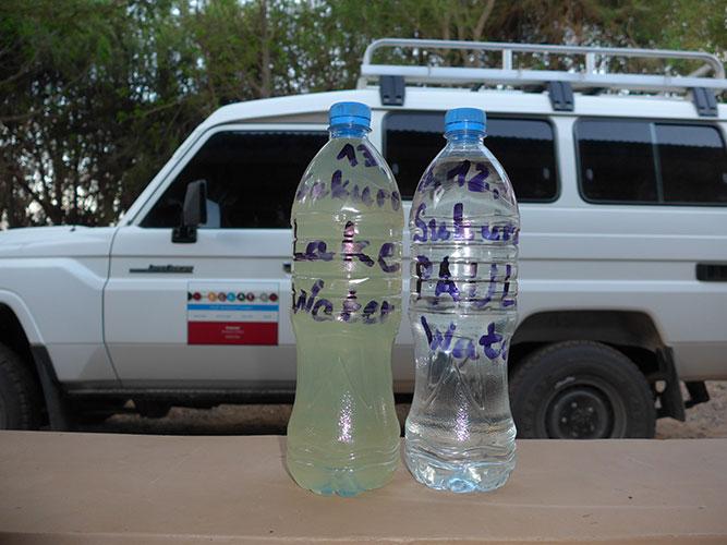 Das Wasser aus dem See vor und nach der Behandlung durch PAULA. Ein eindrucksvoller Beweis dafür, was PAULA leisten kann