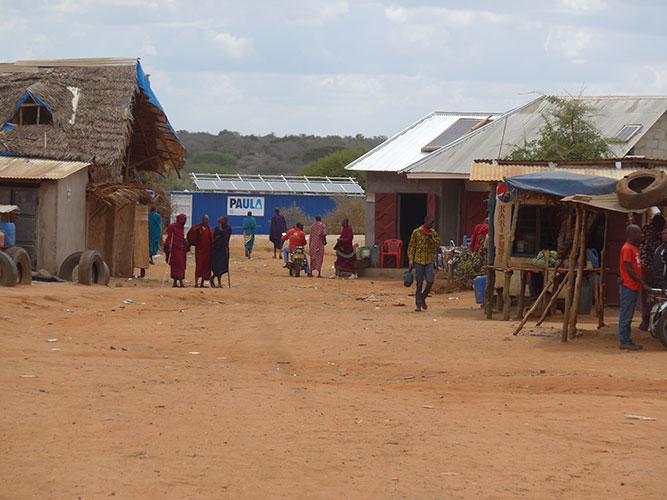 Ein neuer ungewohnter Anblick im Dorf Sukuro