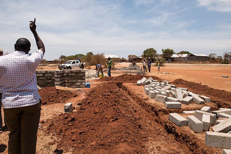 08.11.2016 – Bau des Fundamentes in Sukuro für den Container